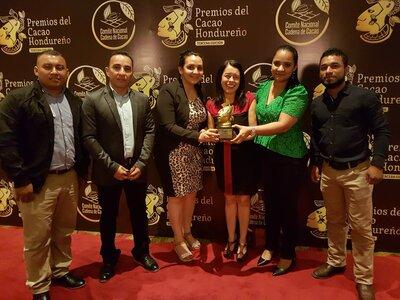 Directora de Helvetas Honduras y equipo del proyecto Cacao Olancho UE. | © Helvetas