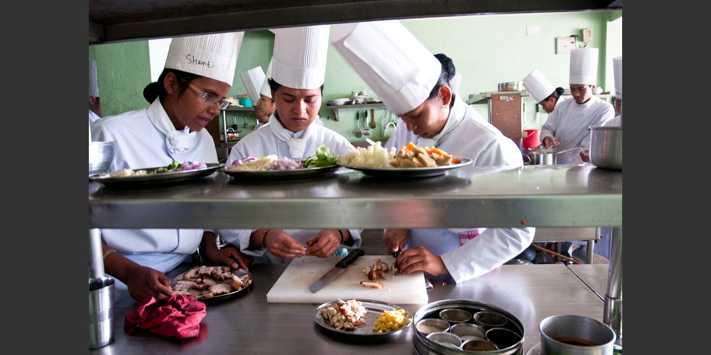 Trainees in practical session | © Helvetas