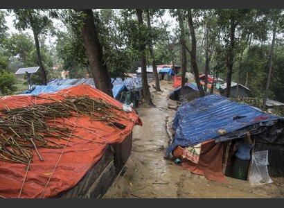 Helvetas unterstützt Flüchtlinge, deren Hütten durch den Monsun zerstört wurden. | © Helvetas / Patrick Rohr