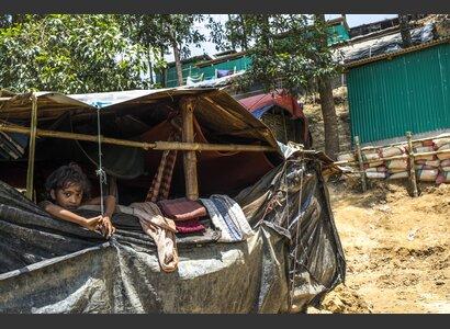 Viele Hütten mussten mit sehr wenigen Mitteln gebaut werden. | © Helvetas / Patrick Rohr