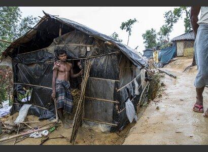 Eine Hütte, die durch die ersten Regenfälle Ende Mai beschädigt wurde. | © Helvetas / Patrick Rohr