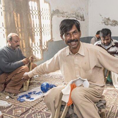 Ballnäher in Pakistan | © Helvetas / Thomas Kozlik