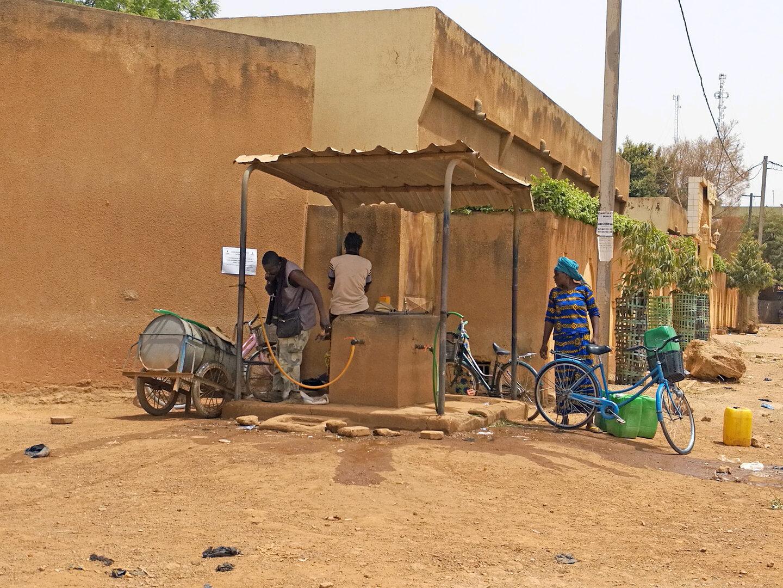 Public Fountain in Ouagadougou, Burkina Faso | © Franca Roiatti